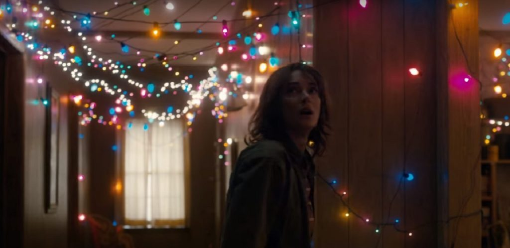 Stranger Things, the new Netflix series pays homage to the 80s cult (Winona Ryder)