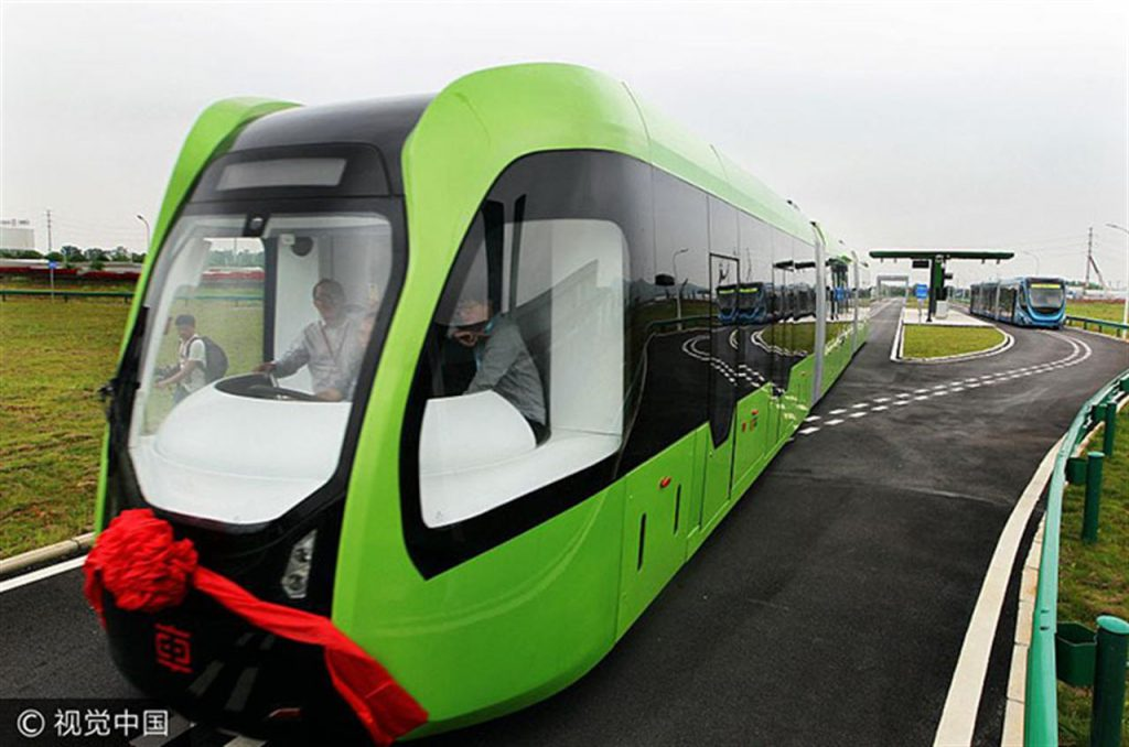 Art, the tram that does not need rails and drivers