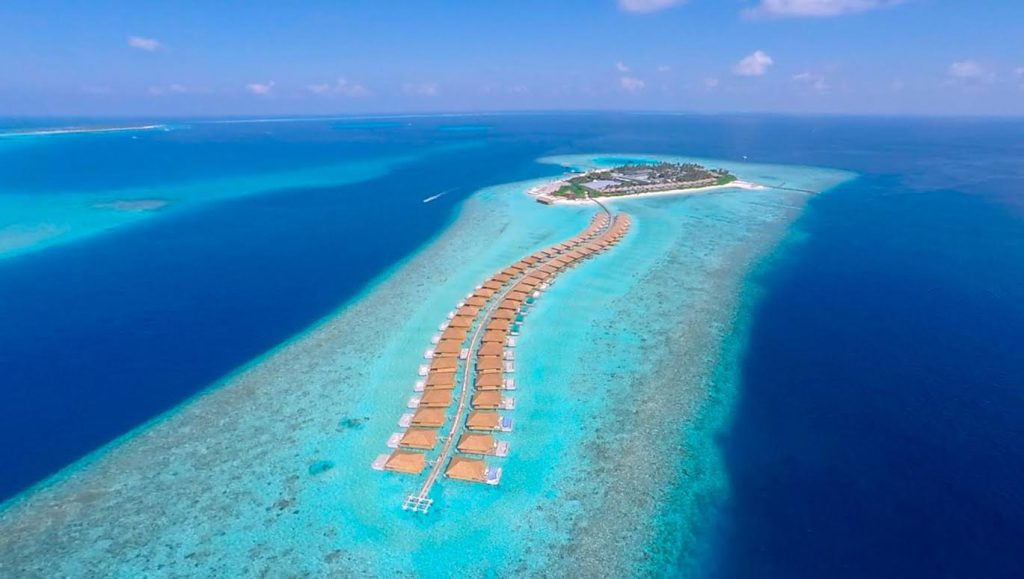 Fifteen villas among the atolls: a new ultra-luxury resort arrives in the Maldives