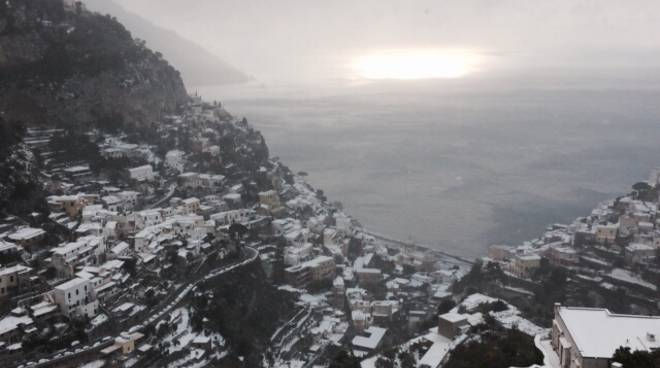 Snow at Easter in the Amalfi Coast and Sorrento? It is not an April fish. Burian returns for spring