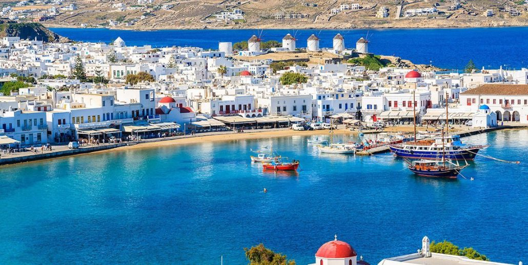 Mykonos and Santorini: two magical islands