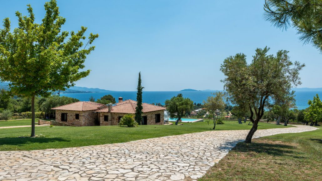 Inside the tradition, a short distance from the most beautiful beaches